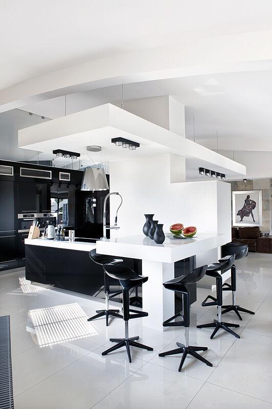 Okap nad wyspą kuchenną pochodzi z oferty firmy Elica   -> Okap Nad Kuchnia