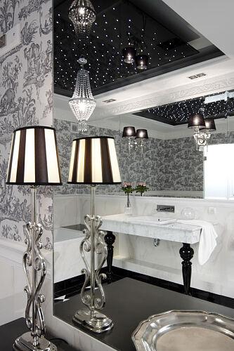 Duża tafla lustra w łazience